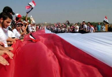 Manifestazione filogovernativa in Siria (Ansa)