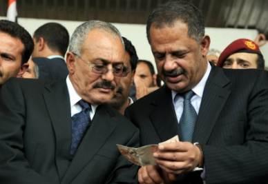 Il presidente dello Yemen, Saleh, insieme al premier Moujawar (Ansa)