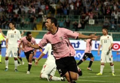 Eran Zahavi dopo il gol al Cagliari (Foto Ansa)