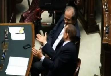 Di Pietro e Berlusconi in un colloquio inedito alla Camera (Foto da video)