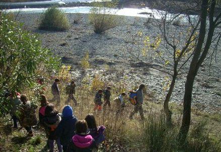 In fila verso il fiume