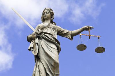 IL CASO/ C'è un Tribunale che vuol sfrattare i genitori
