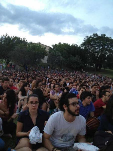Il campus è già pieno: la partita sta per cominciare