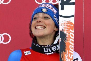 Federica Brignone sorride alla premiazione