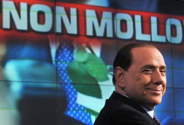 Berlusconi_Non_molloR375.jpg