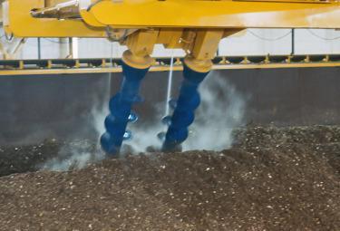 Un impianto di smaltimento rifiuti per la produzione di Compost (Foto: Imagoeconomica)