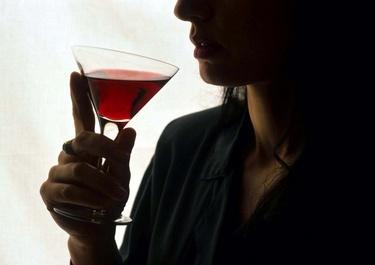 alcolismo_bicchiereR375_24set08.jpg