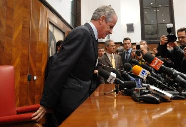 Il Ministro Scajola il giorno delle dimissioni (Imagoeconomica)