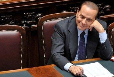 BerlusconiSorridenteCamera_R375.jpg