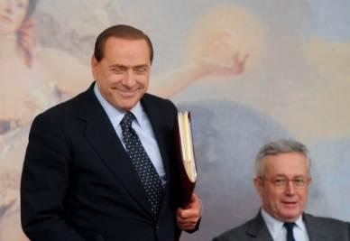 Silvio Berlusconi e Giulio Tremonti durante la conferenza stampa di ieri (Foto Imagoeconomica)