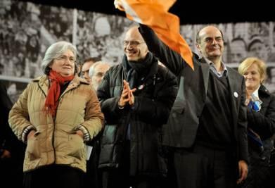 Pier Luigi Bersani in festa (Imagoeconomica)