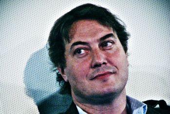 """VIENI VIA CON ME YOUTUBE/ Video, l'elenco di Corrado Guzzanti: """"la macchina del fango è a Arcore"""""""
