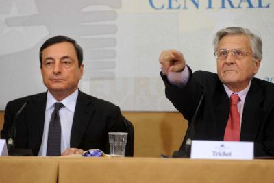 Mr. Draghi with Mr. Trichet (Photo Imagoeconomica)
