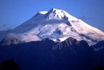 Il monte Elbrus nel Caucaso, la montagna più alta d'Europa