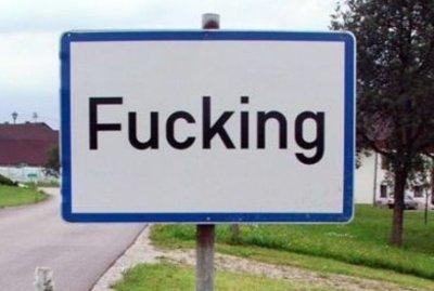 L'insegna stradale della cittadina austriaca di Fucking
