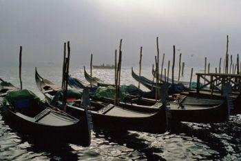 Gondole a Venezia (Imagoeconomica)
