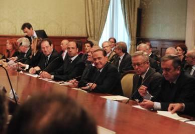 L'incontro tra le parti sociali e il governo (Imagoeconomica)