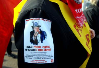 Una manifestante Fiom contro Marchionne (Foto Imagoeconomica)