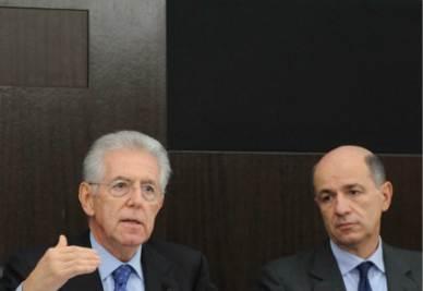 Mario Monti e Corrado Passera (Foto Imagoeconomica)