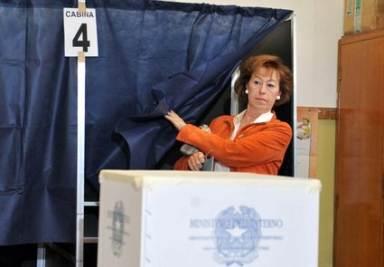 Letizia Moratti al voto (Imagoeconomica)