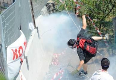 Gli scontri di ieri in Val di Susa (Imagoeconomica)