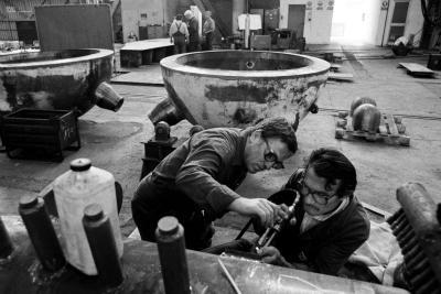 Operai al lavoro all'Ansaldo di Sesto San Giovanni negli anni '80 (Foto Imagoeconomica)