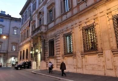 Il vertice Berlusconi-Tremonti a palazzo Grazioli (Imagoeconomica)
