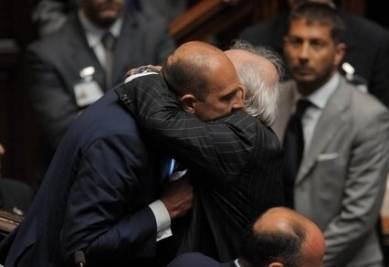 Alfonso Papa dopo il voto alla Camera (Imagoeconomica)