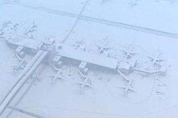 Un aeroporto fermo per neve