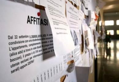 La difficoltà di trovare un alloggio a Milano (Imagoeconomica)