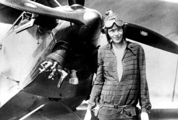 Amelia Earhart, scomparsa nel 1937 mentre tentava il giro del mondo in solitaria