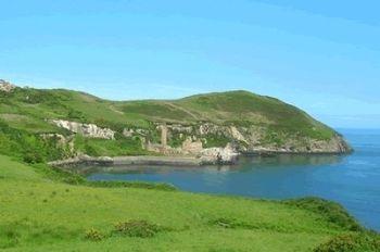 La costa lungo l'isola di Anglesey