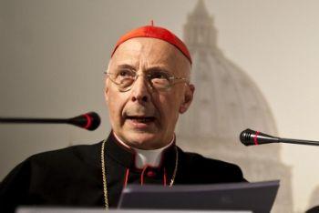 Il presidente della Cei cardinal Bagnasco, foto Ansa