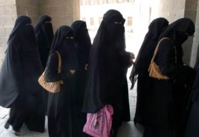 La battaglia contro il burqa (Foto Imagoeconomica)