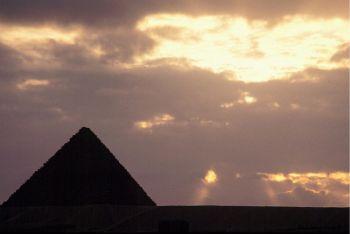 Egitto, la piramide di Giza (Imagoeconomica)