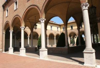 Forlì, il chiostro dell'Abbazia di San Mercuriale (Imagoeconomica)