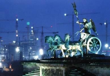 Berlino, la Porta di Brandeburgo (Imagoeconomica)