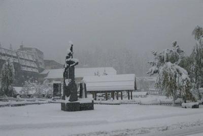 Madonna di Campiglio oggi sotto la neve