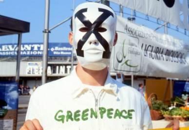 Un manifestante di Greenpeace (Foto: IMAGOECONOMICA)
