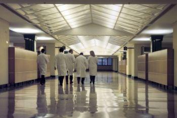 La corsia di un ospedale (Foto Imagoeconomica)