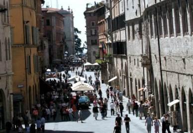 Perugia, particolare di Corso Vannucci (Imagoeconomica)