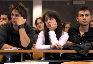 Giovani a lezione, in università (Imagoeconomica)