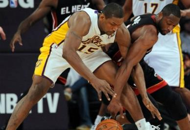 In canotta bianca Metta World Peace, ala piccola dei Los Angeles Lakers (Infophoto)