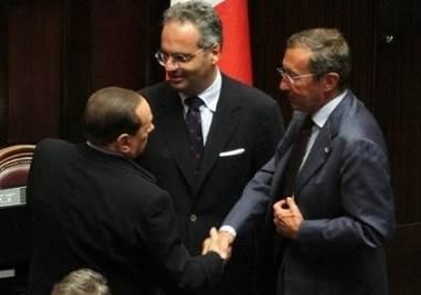 Fini e Berlusconi (Infophoto)