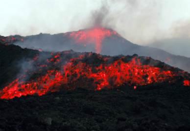 Il vulcano Etna (Infophoto)