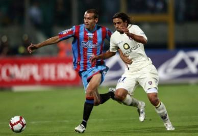 A destra Pablo Granoche, attaccante del Varese (Infophoto)