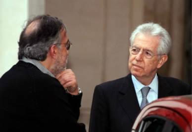 Sergio Marchionne e Mario Monti (Infophoto)