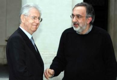 Mario Monti e Sergio Marchionne (Infophoto)