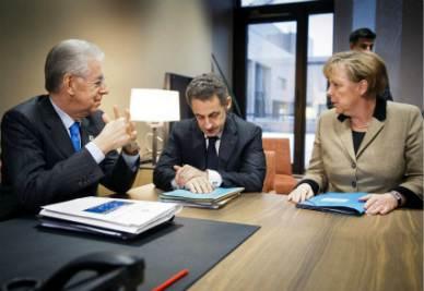Mario Monti, Nicolas Sarkozy e Angela Merkel (Infophoto)