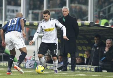 Adrian Mutu: gol n° 100 e 101 in serie A (foto Infophoto)